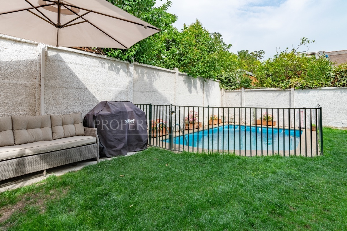 14 de 18: Jardín y piscina