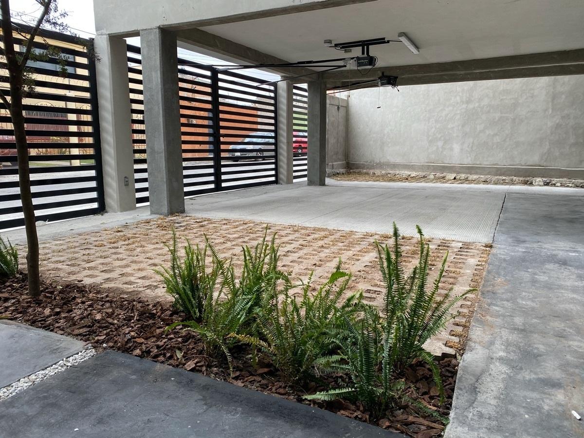 4 de 44: Portones individuales con apertura eléctrica - Areas verdes