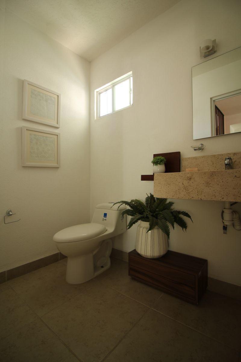 6 de 17: Medio baño planta baja