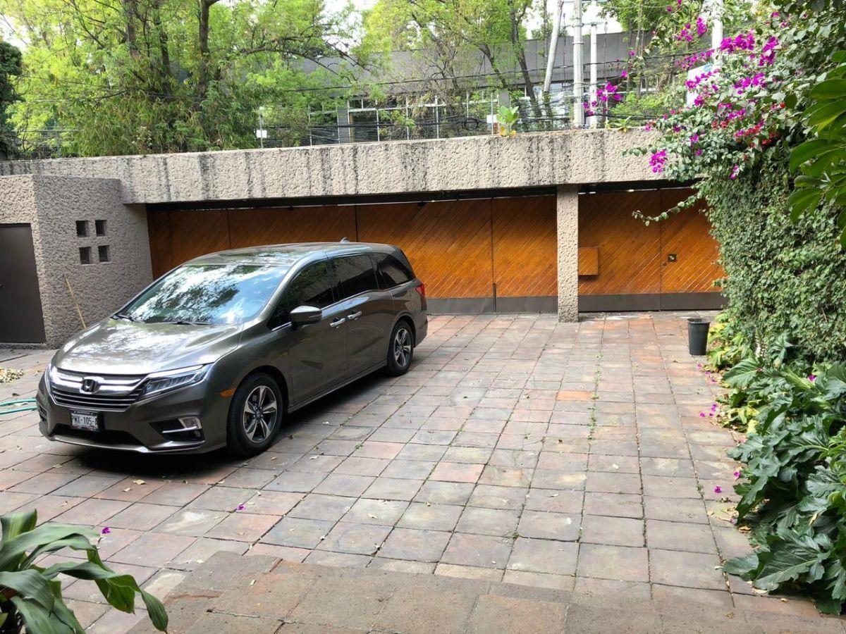24 de 27: Estacionamiento y cuarto para portero