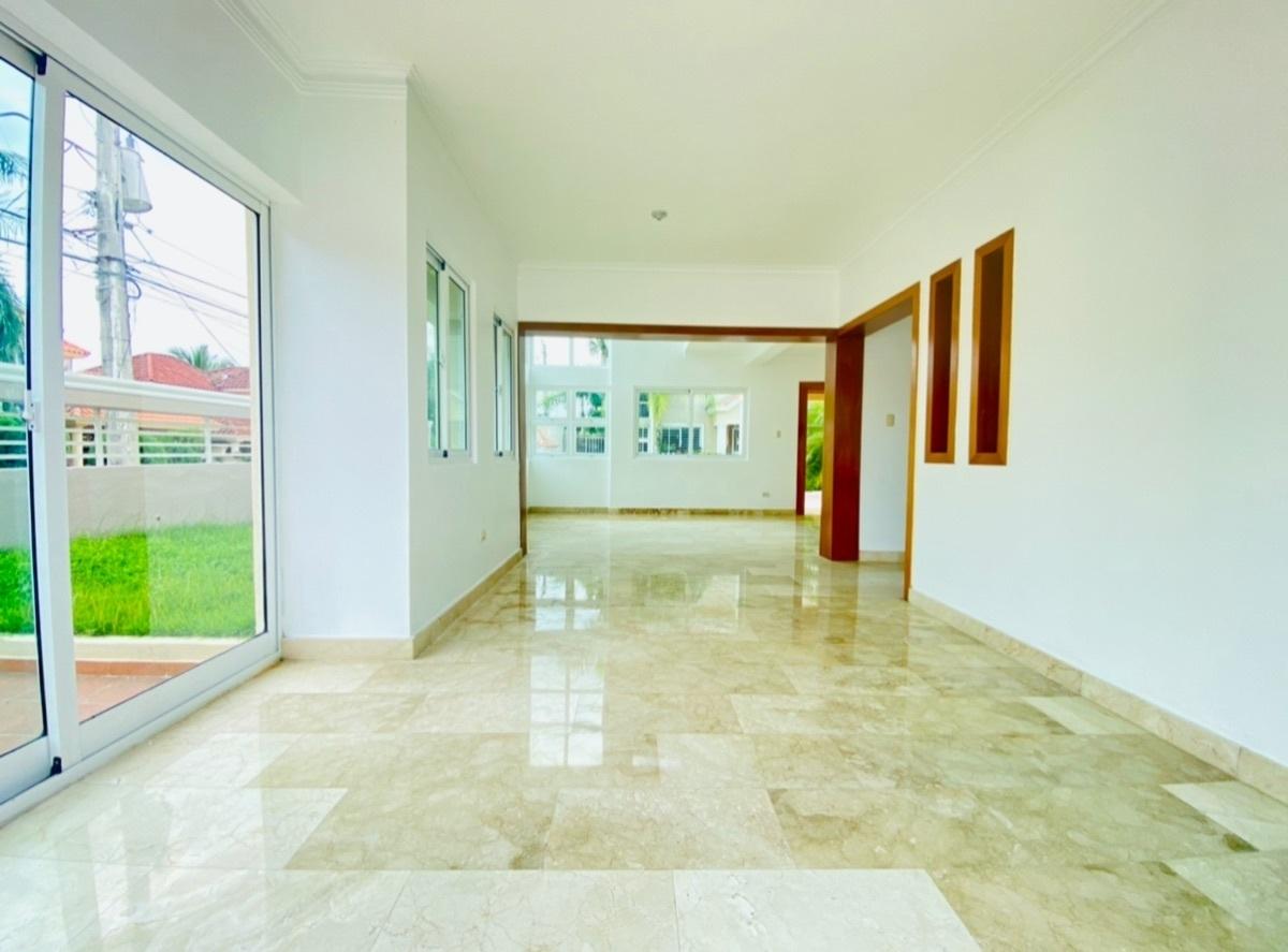 3 de 30: Sala Estar con acceso al Patio-Jardin