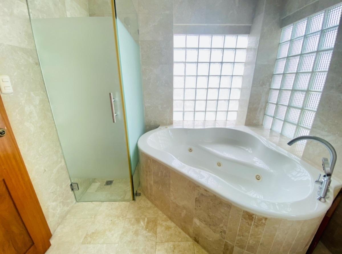16 de 30: Jacuzzi en baño principal