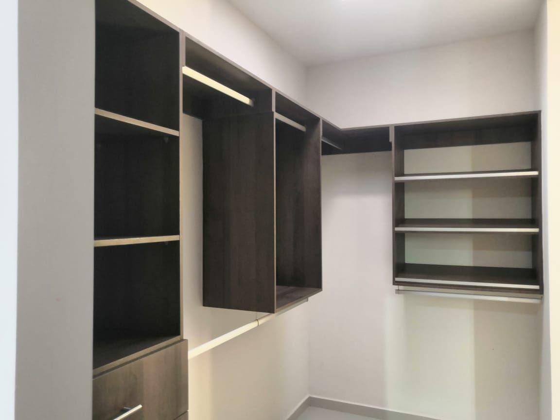 20 de 27: Closet Vestidor Segunda Recámara