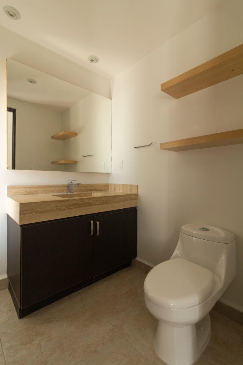 4 de 23: Medio baño planta baja
