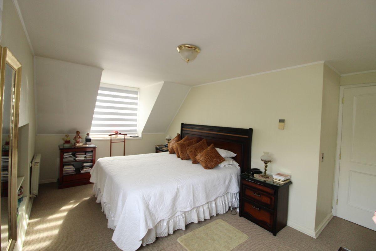 8 de 17: Dormitorio principal