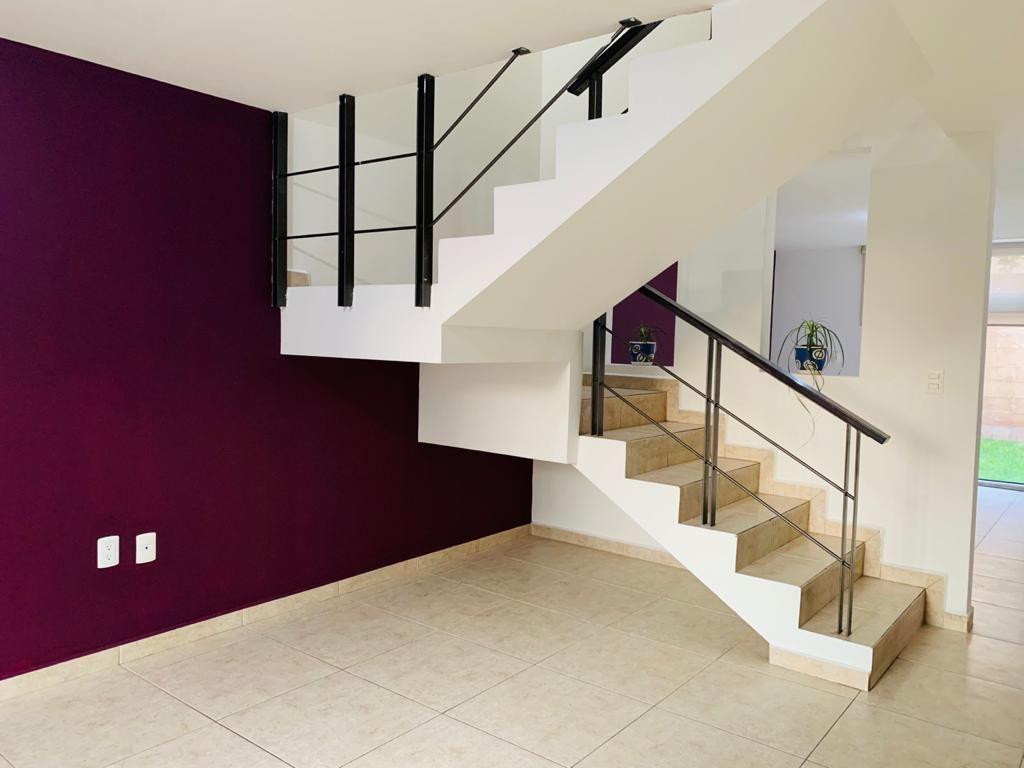 4 de 16: Area de estancia vista escaleras