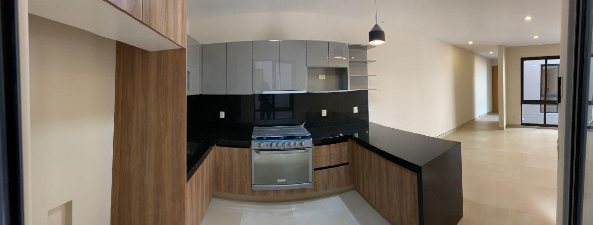 4 de 26: Cocina con amplio gabinetes