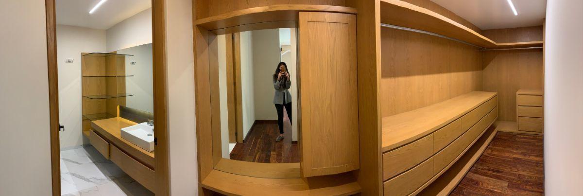 15 de 26: Baño y walk in closet de recámara principal