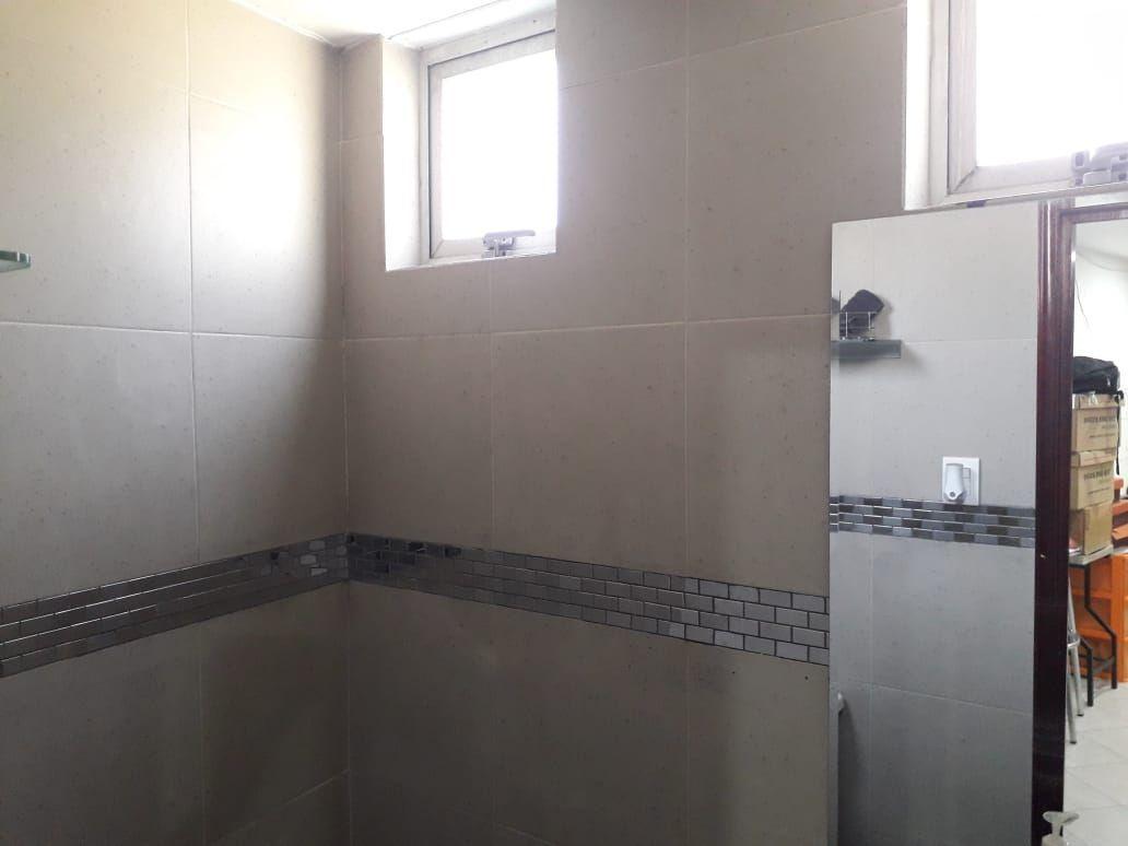 30 de 34: Medio baño en salón de usos múltiples
