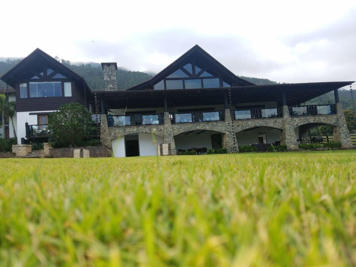 30 de 37: Villa alquiler por noche jarabacoa 6 dormitorios