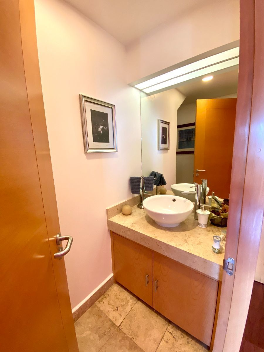 7 de 12: Medio baño de vistas