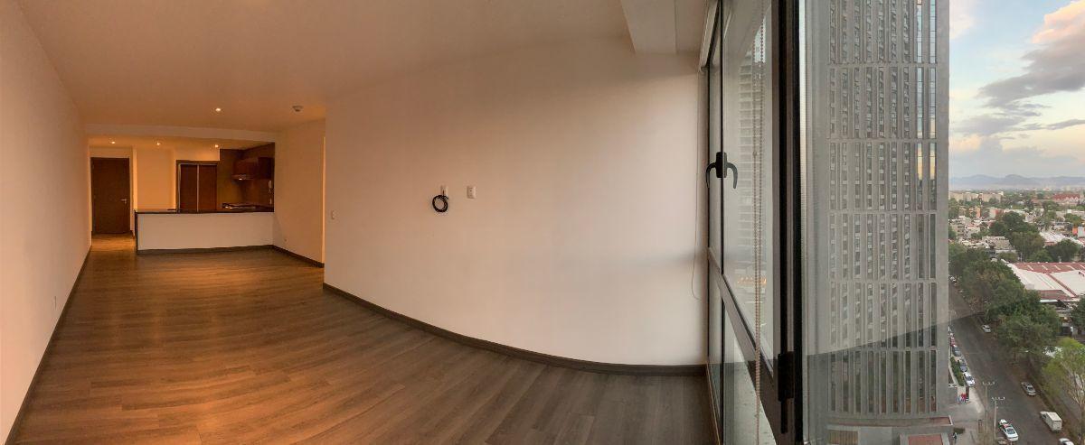 11 de 16: Estancia de sala con cocina de fondo