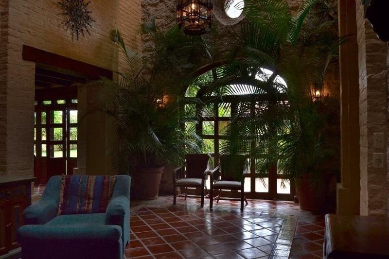 Casa De Lujo En Coto Con Alberca Estilo Hacienda Mexicano