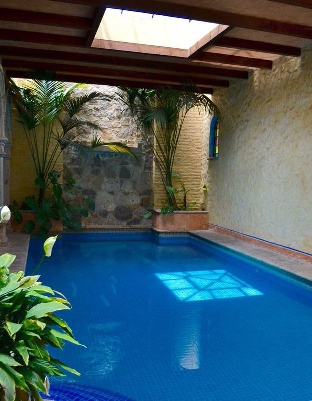 Casa de lujo en coto con alberca estilo hacienda mexicano for Modelos de albercas en casa