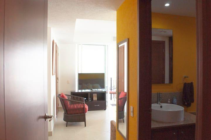 13 de 13: Grand Venetian - Bedroom entrance with bathroom