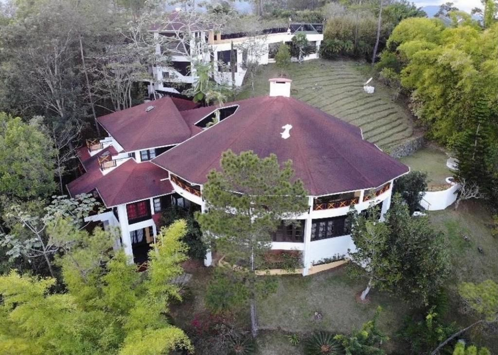 1 de 52: Villa en Jarabacoa  dormitorios