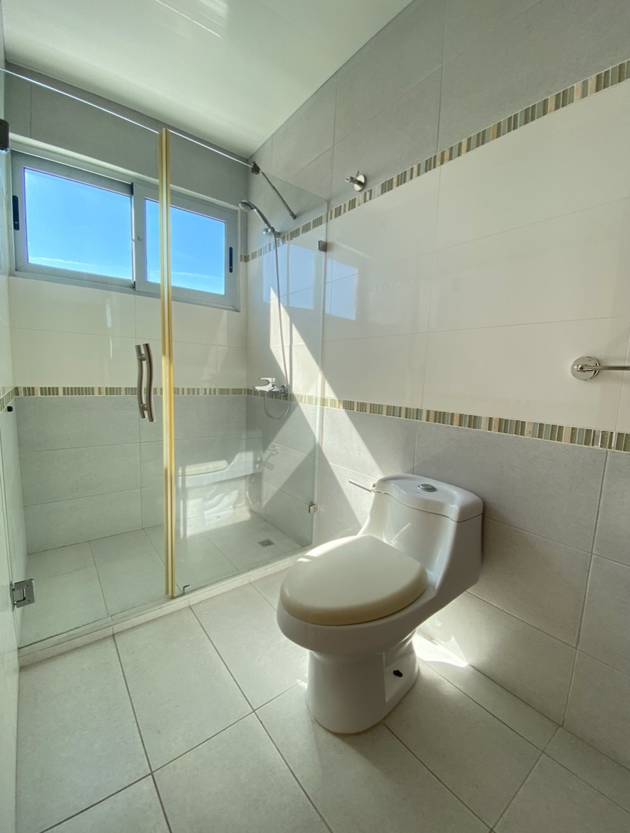 20 de 24: Baño Secundario