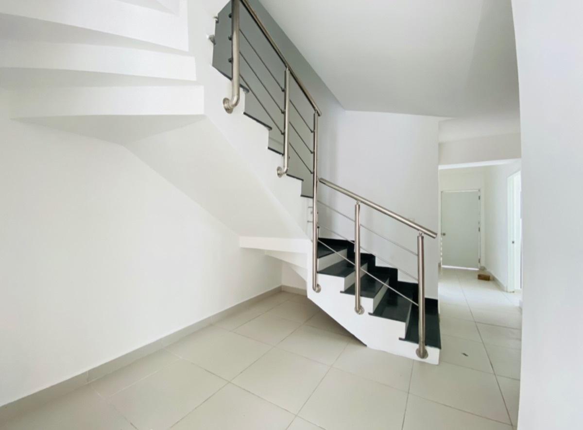 22 de 24: Escaleras de interior