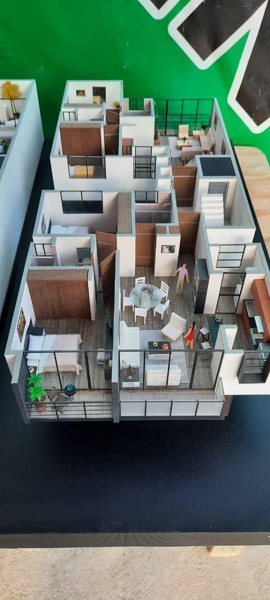 4 de 6: Maqueta distribución con balcón