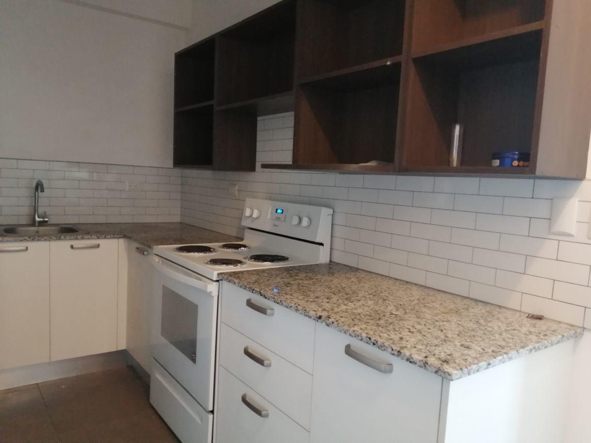 10 de 12: Amplia  cocina y muebles Aéreos