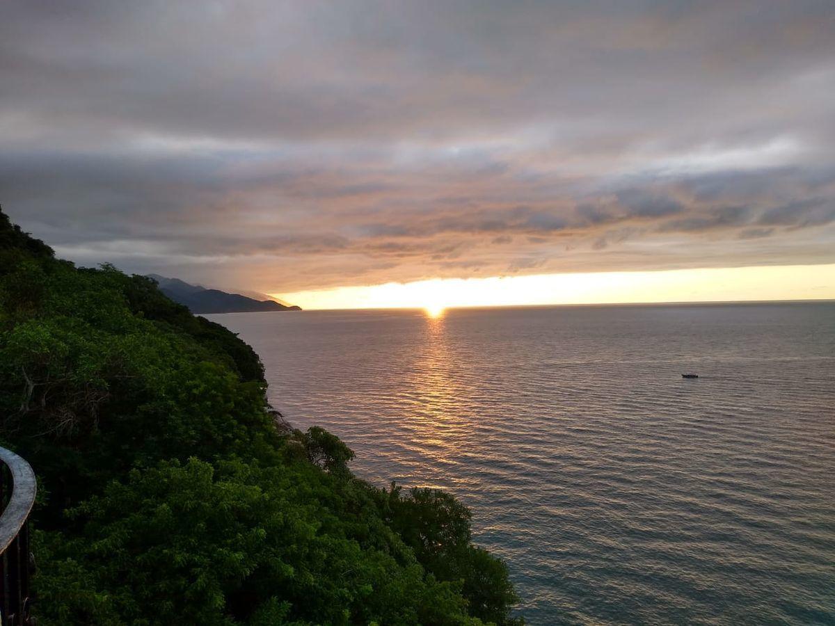 2 of 6: Vista al Mar