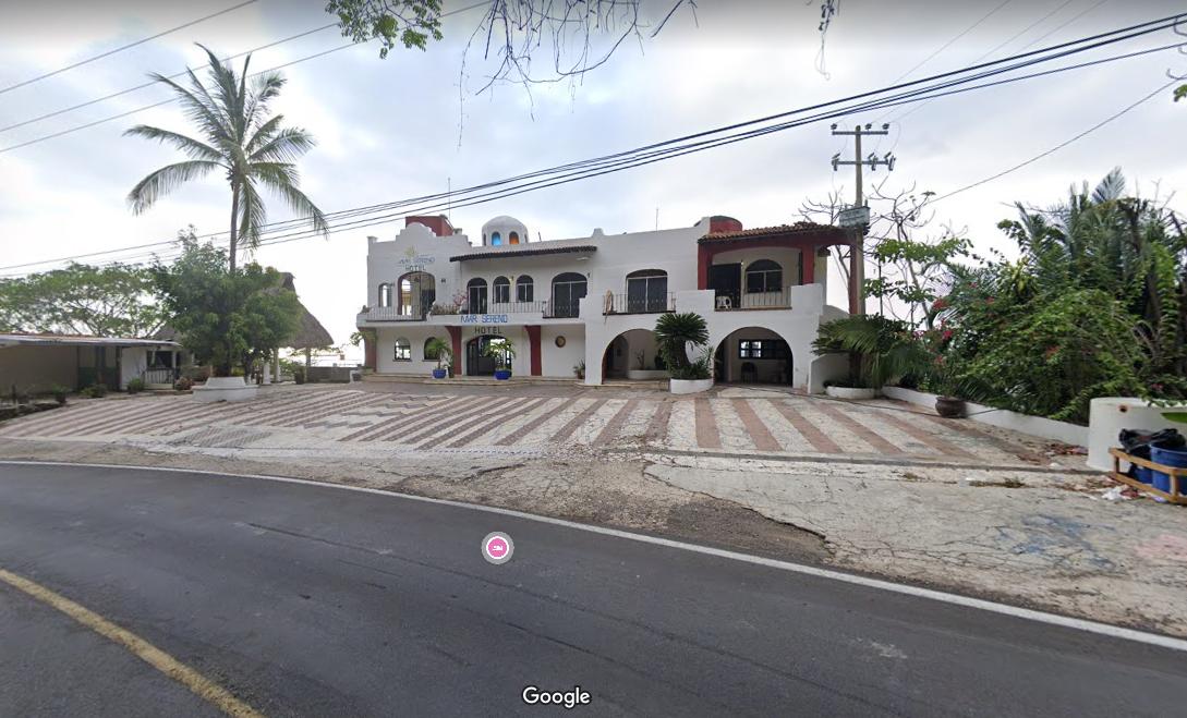 3 of 6: Ubicado frente al hotel mar sereno