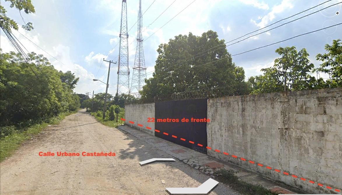 1 de 4: Frente de 22 metros sobre la calle Urbano Castañeda