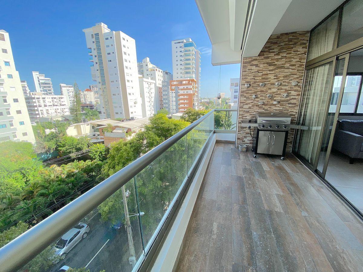 1 de 17: Amplio balcón con vista y buena orientación
