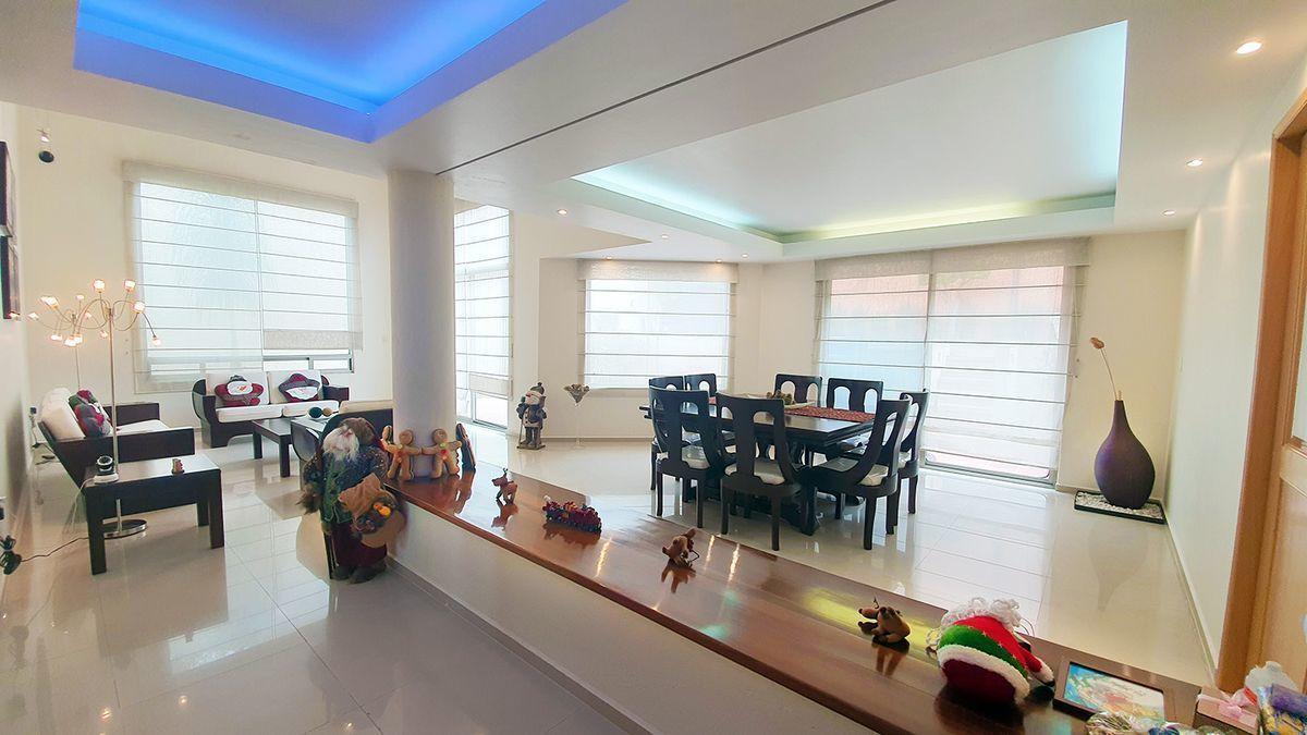 1 de 26: Sala comedor con plafones con luz indirecta