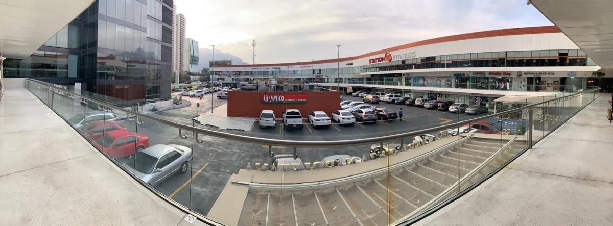2 de 2: Vista de local a plaza
