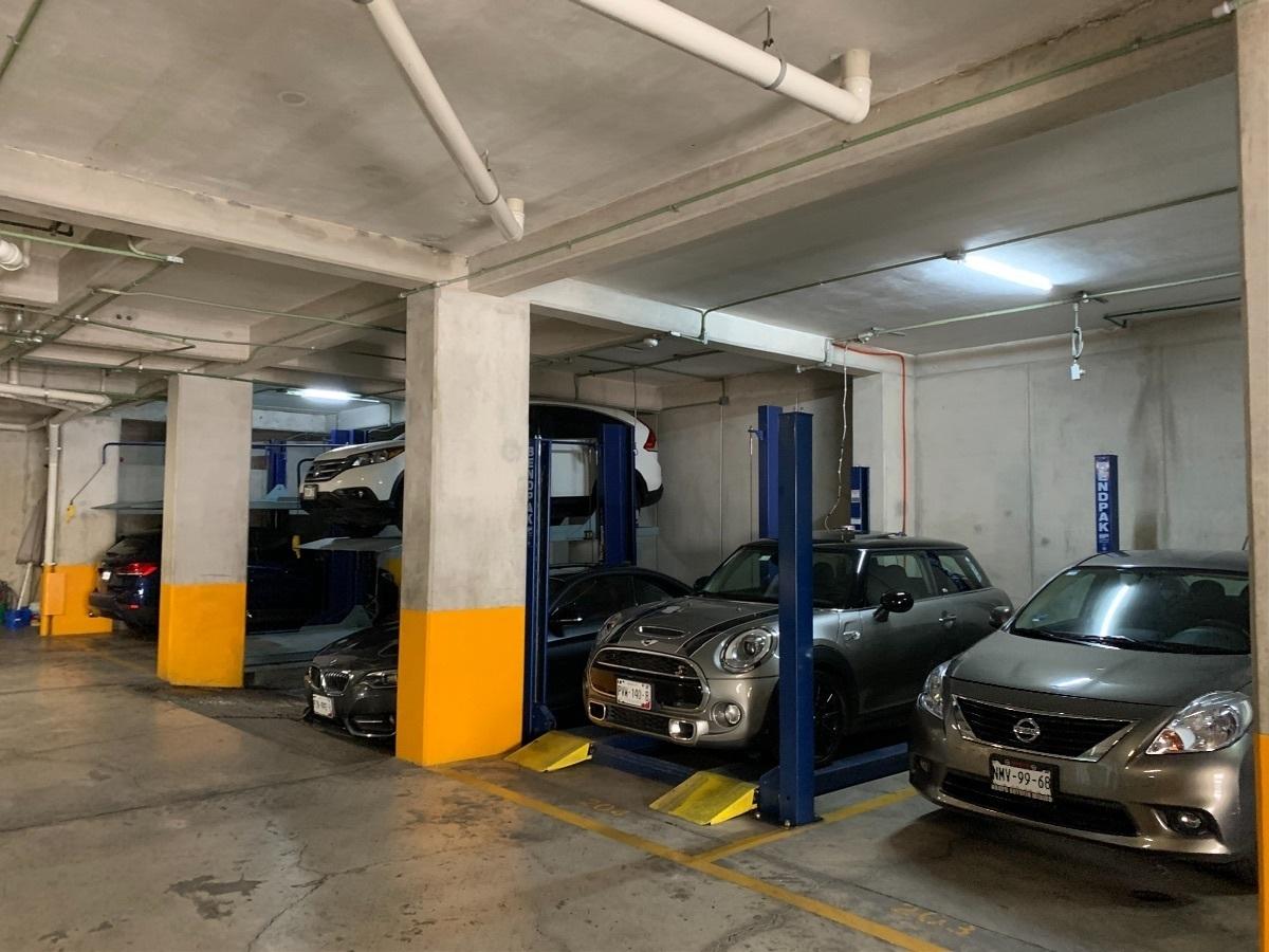 19 de 27: Estacionamiento, 2 lugares