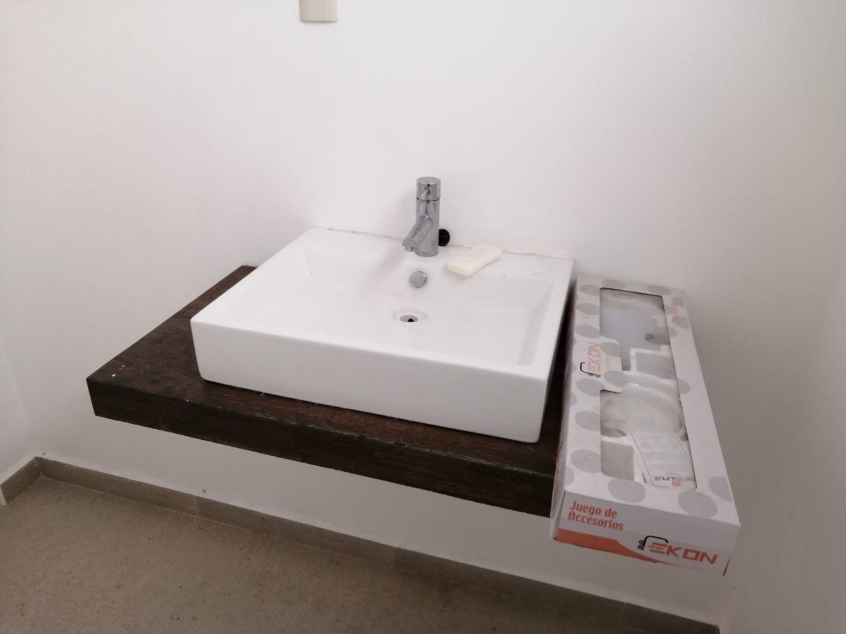 3 de 8: Medio baño
