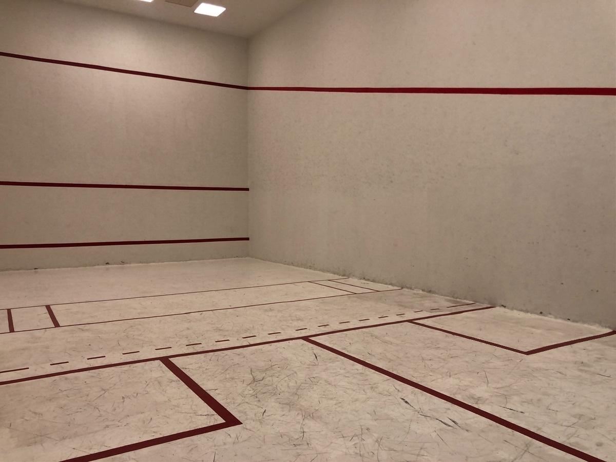 20 de 27: Cancha de squash