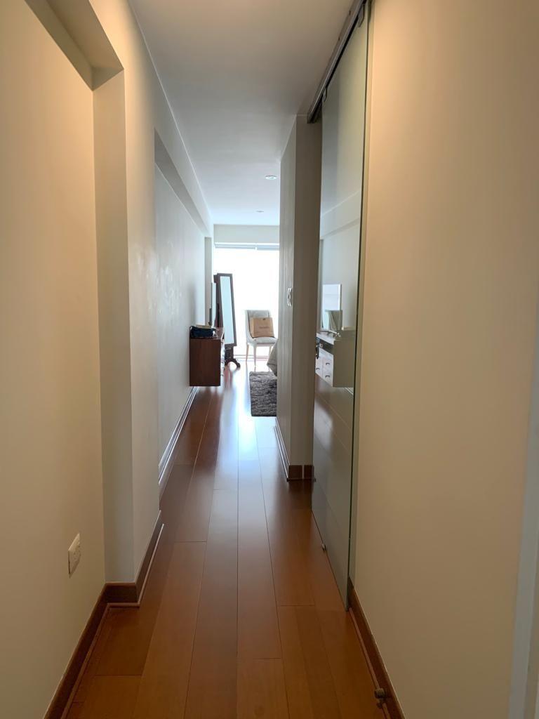 9 de 21: Pasadizo dormitorio principal