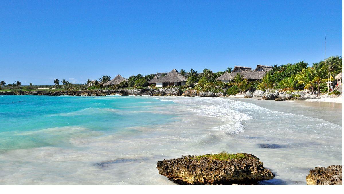 1 de 7: Club de playa Caletón de Eden Roc