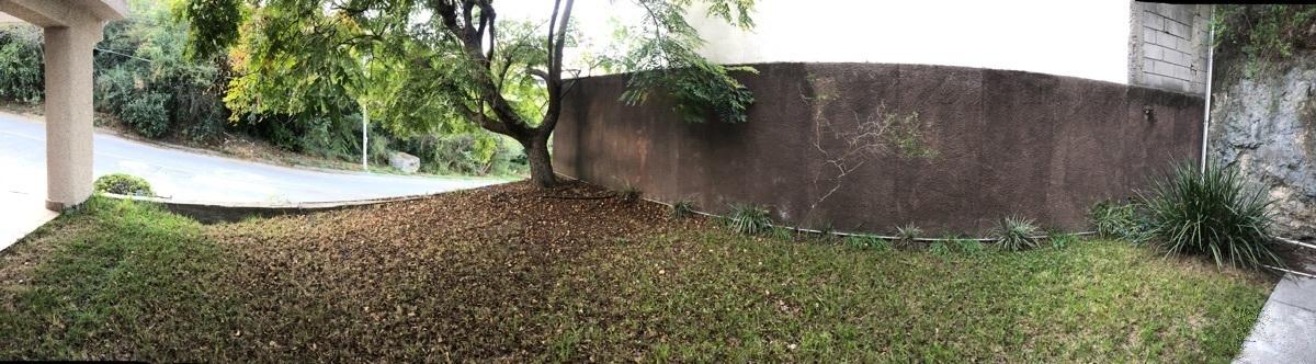 21 de 22: Amplio jardín exterior
