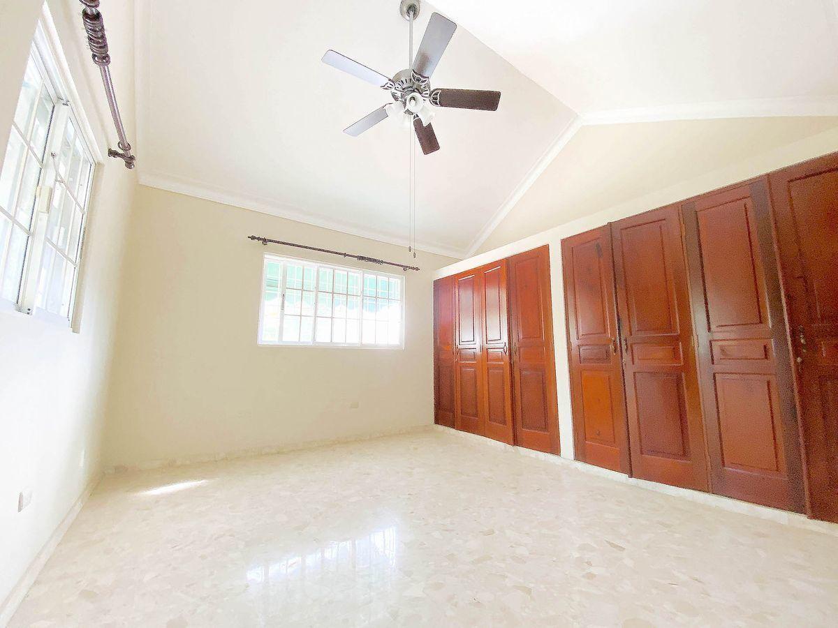 12 de 21: Habitación con ventilación cruzada y buena iluminación