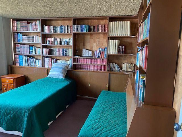 13 de 24: Recamara 2 con librero y closet
