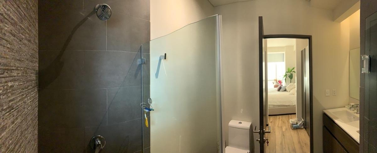 13 de 48: Baño recámara principal