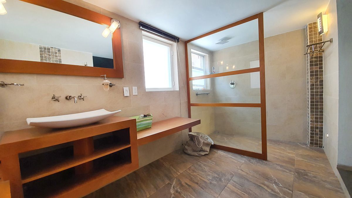 5 de 35: Loft planta baja baño
