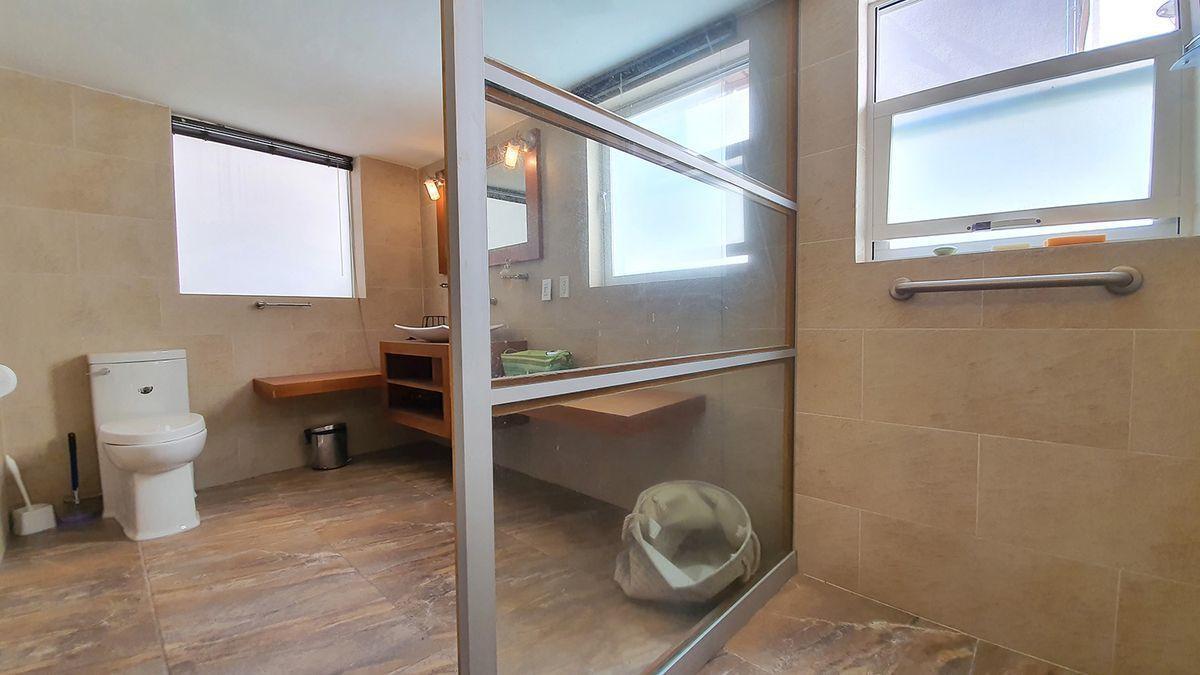 4 de 35: Loft planta baja baño