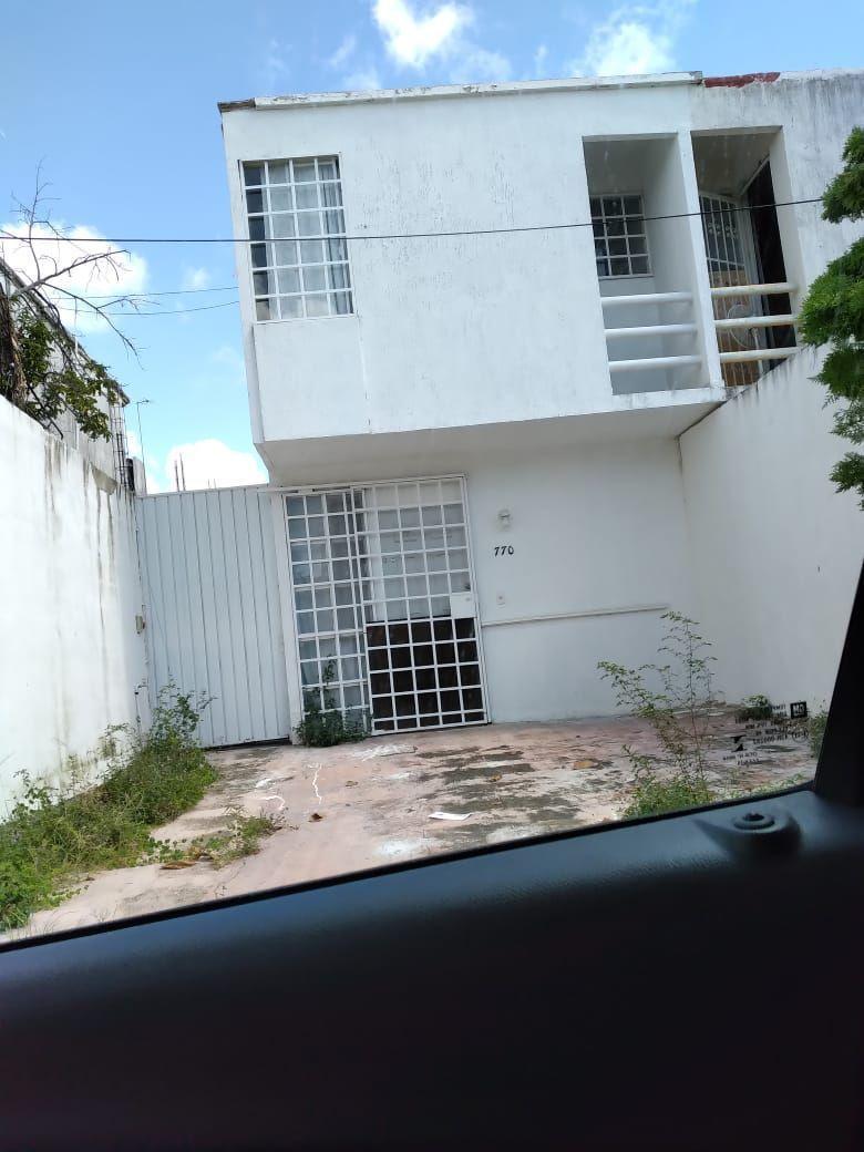 10 de 10: fachada y estacionamiento