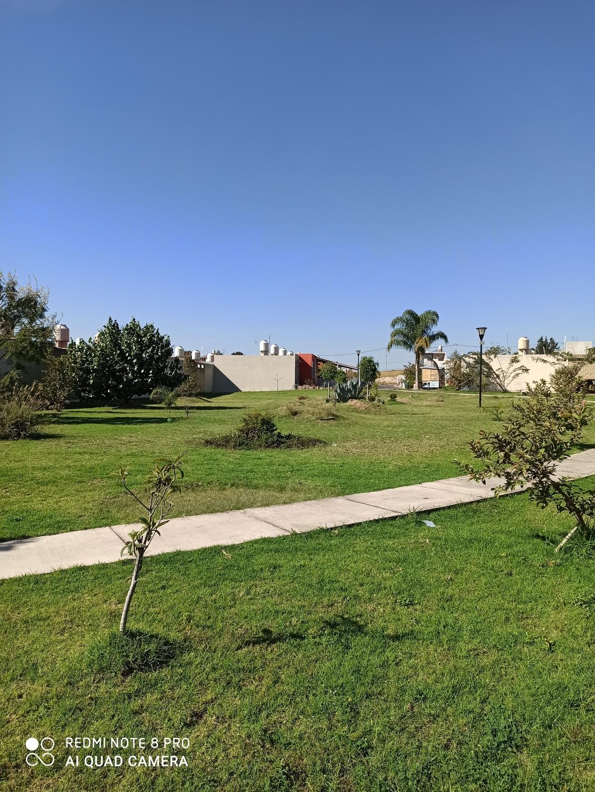 13 de 16: Áreas verdes en bastante amplias en todo el fraccionamiento!