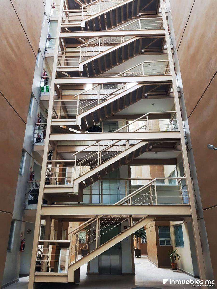 3 de 23: Interior del Edificio