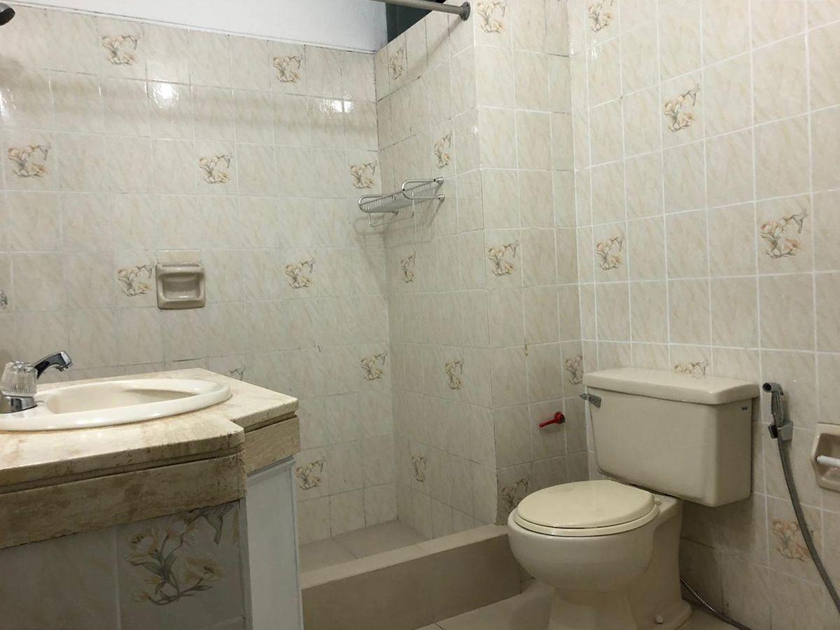 11 de 21: Baño dormitorio principal.