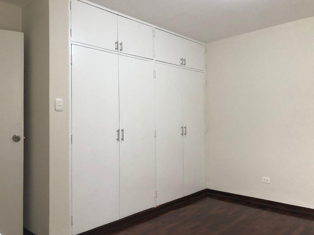13 de 21: Closet dormitorio secundario 1.