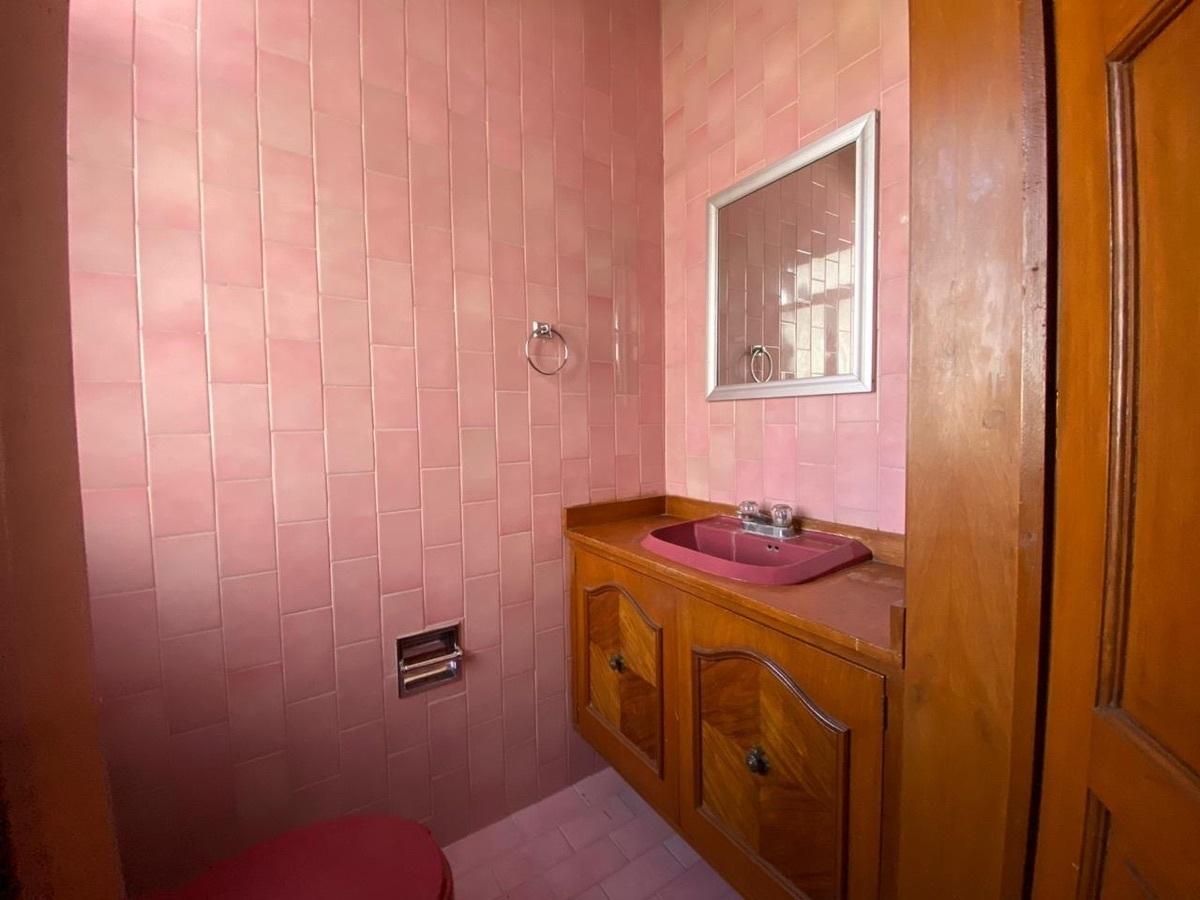 11 de 22: Baño segundo privado