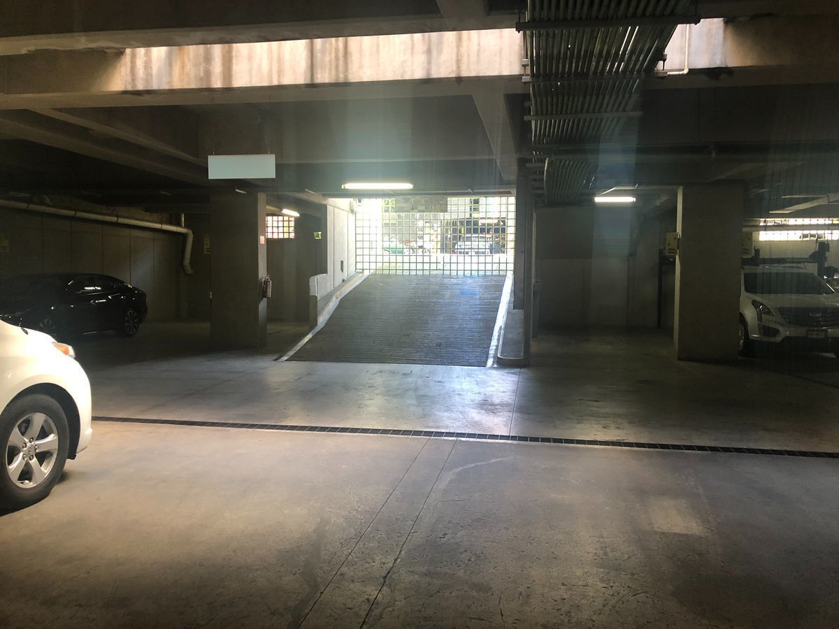 18 de 22: Estacionamiento I