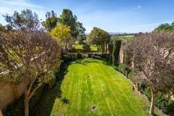 2 of 14: Garden w/ golf course views / Jardín c/ vistas al campo golf
