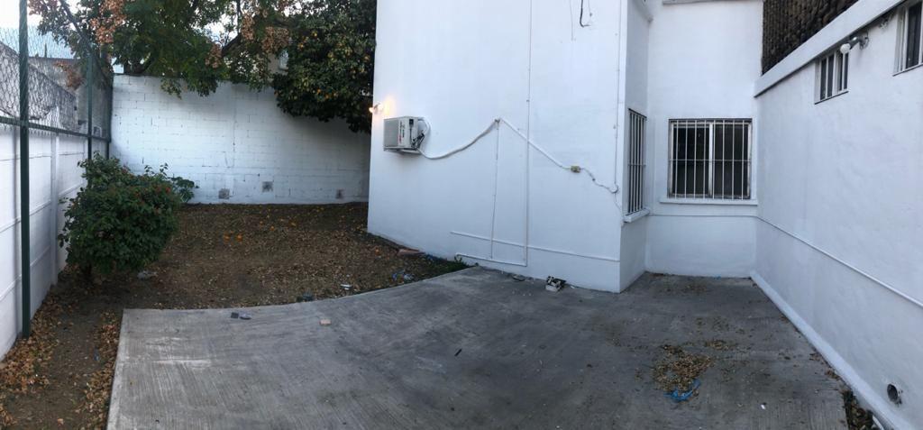 8 de 23: Patio trasero y jardín privados